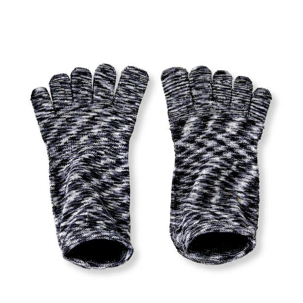 Yoga socks. Size S/M på tilbud til 3 kr.